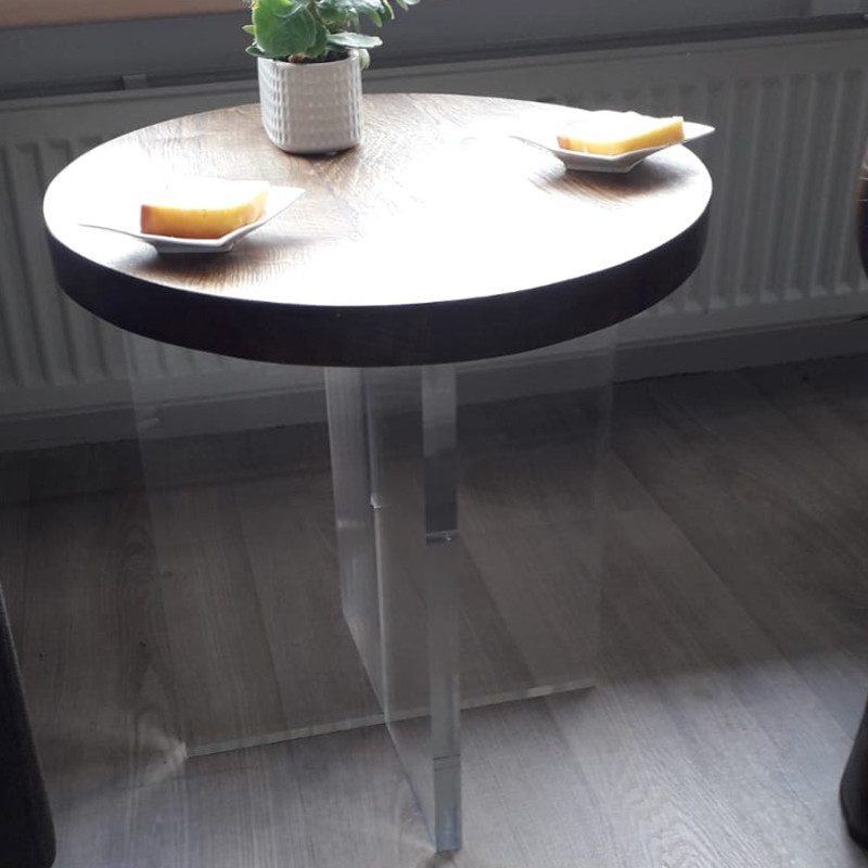Plexiglas bijzettafel met eikenhouten blad